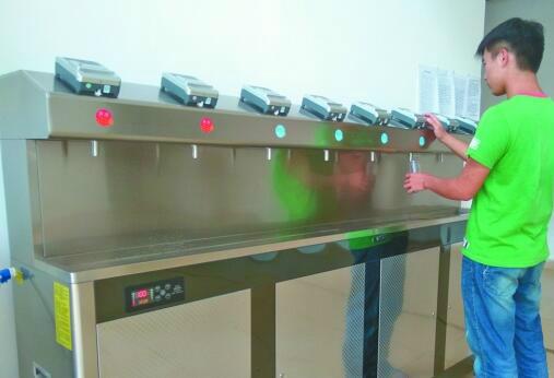 高校设直饮水设备