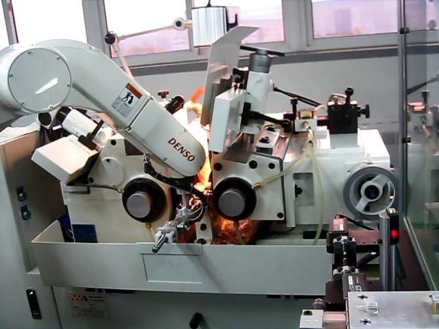 供应数控机床外圆磨床自动上下料机器人