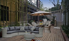 现代天井里的露天生活  Mr.Tong 下沉式小花园里的烧烤餐厅露天休闲客厅