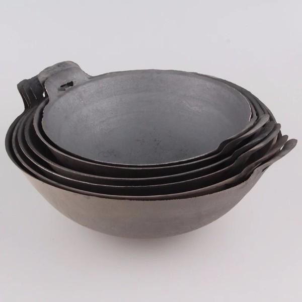 厂家直销 老式传统双耳炒锅无涂层加厚圆底尖底地锅铸铁生铁锅图片