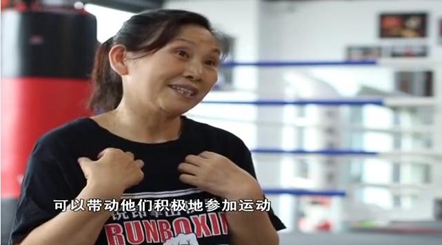 花甲老奶奶爱拳击