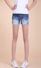 供应  新款夏季 韩版女式牛仔短裤 破洞翻边磨白牛仔裤 女热裤批发