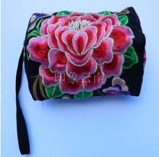 供应 云南民族风 刺绣三拉链多功能女士零钱手机包收纳化妆手拿小布包