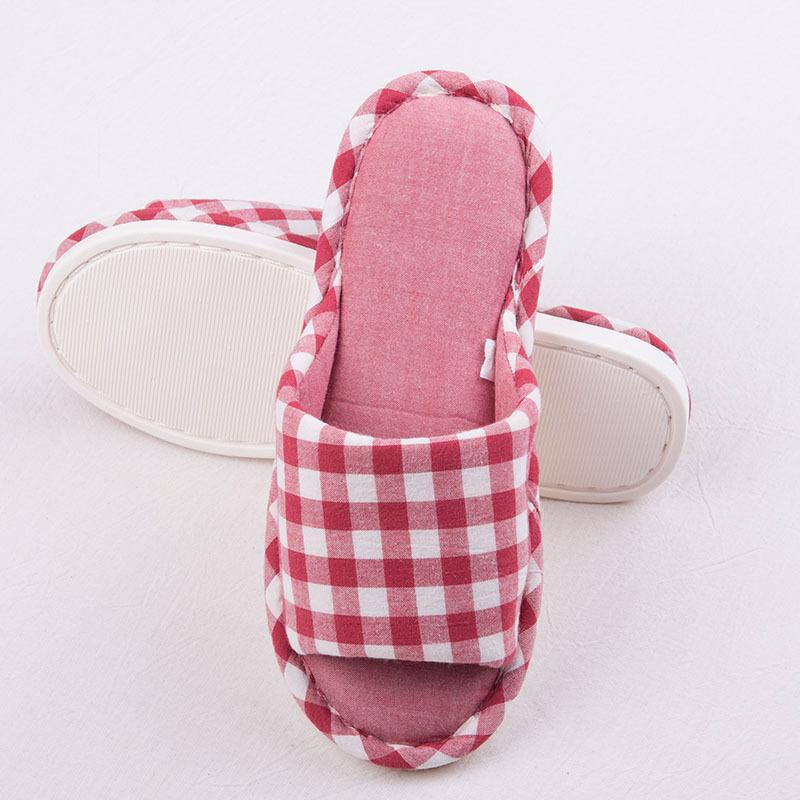 请注意:本图片来自南通卡玛奴商贸有限公司提供的水洗棉 小格子 拖鞋
