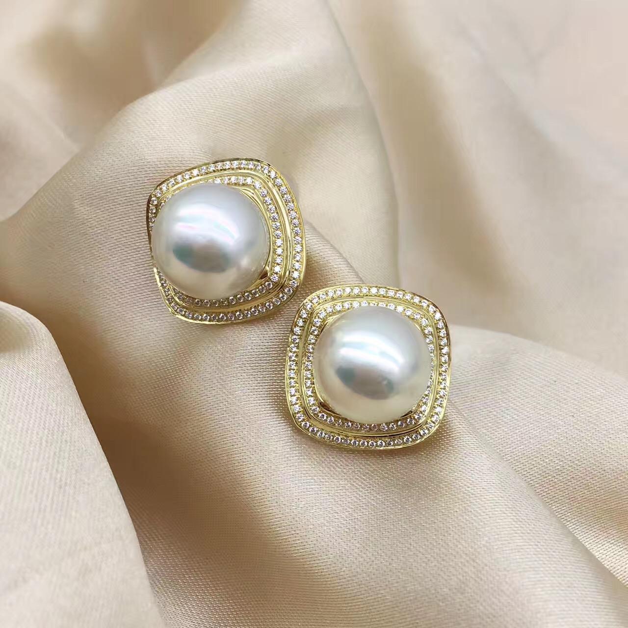 18K金镶嵌高亮度锆石南洋白珠珍珠11.2mm耳饰 表皮细腻光滑几乎无瑕疵
