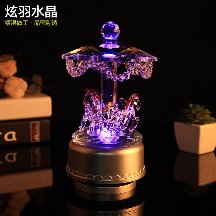 厂家直销生日情人节礼物 旋转木马音乐盒 创意发光变色水晶八音盒
