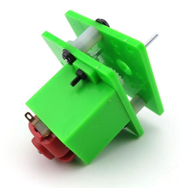 趣味手摇发电机小制作,本产品是DIY套件,制作简单,趣味性非常高。 【主体尺寸】:4*4*5.5厘米 【摇柄系统】:5.5厘米 【发电电压】:高速、匀速转动,可以达到3V,点亮附带的LED灯。 【重量】:54克