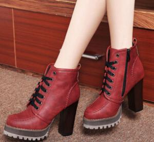 莱卡金顿 LK-A1590 优雅时尚高跟短靴 潮流百搭粗跟防水台女靴