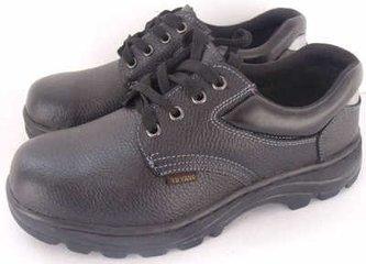给我一双劳保鞋 倒出劳动者的需求