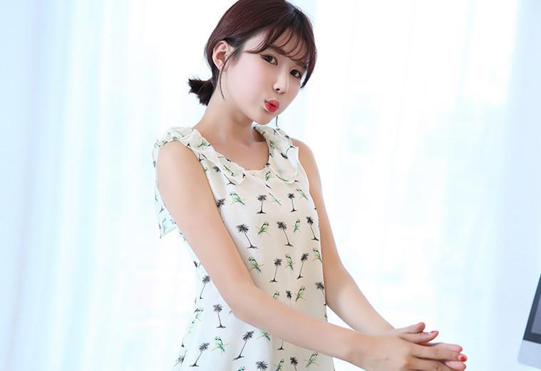 色女孩综合xxx_2014夏装新款无袖印花色女百搭上衣打底衫小衫