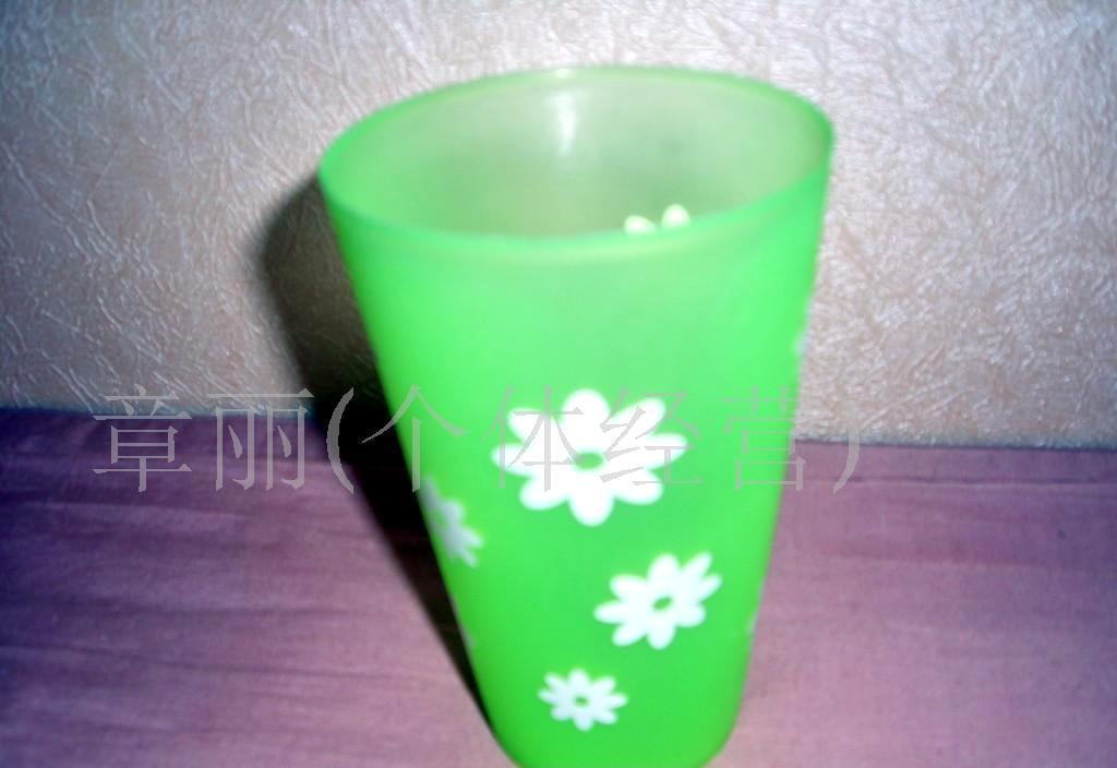 圆形果汁杯图片