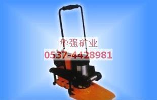 液压起拨道器(yqb-20液压起拨道器)   1,将底座插入轨底,使起道轮顶住图片