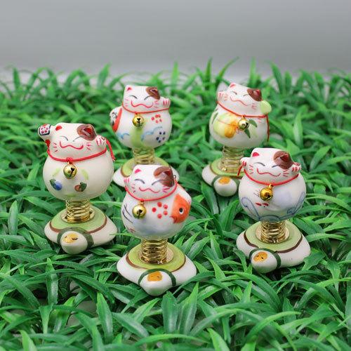 厂家直销混批3寸弹簧猫招财猫陶瓷工艺品汽车家居小摆件礼品SW235