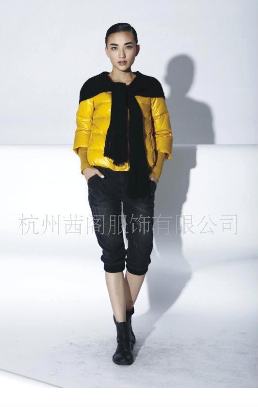 茜阁厂家直销黄色短款时尚休闲羽绒服