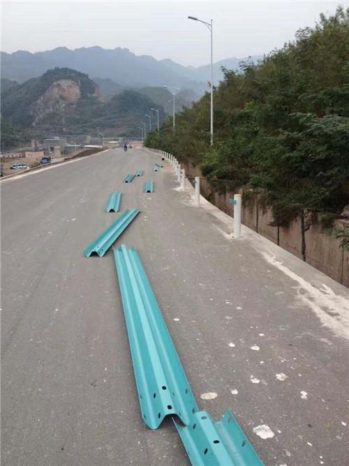 贵阳波形护栏、贵州渝黔交通、波形护栏厂家
