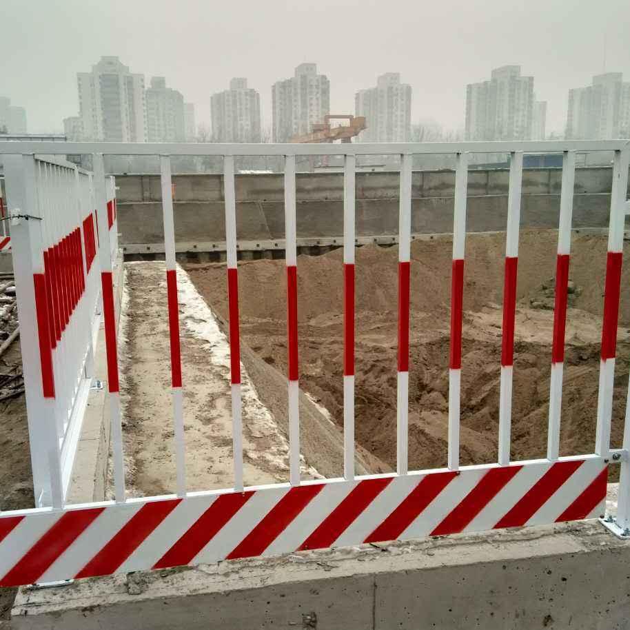 河南郑州供应红白基坑护栏建筑工地洞口防护栏施工电梯门
