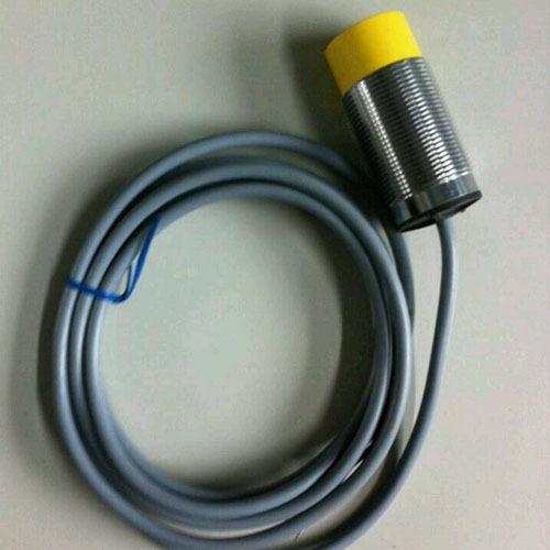LJA71-3015DK常用电感式接近开关