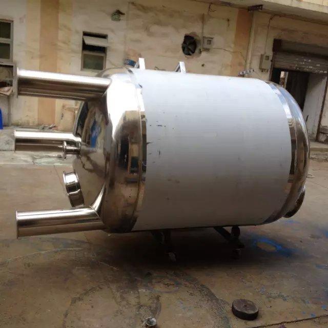 厂家生产耐酸碱优质卧式不锈钢水箱美观坚固