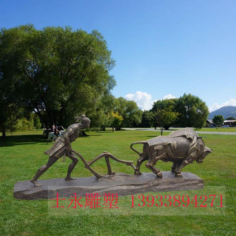 玻璃钢人物雕塑劳动人民牛耕雕塑大型户外生态园景区树脂摆件