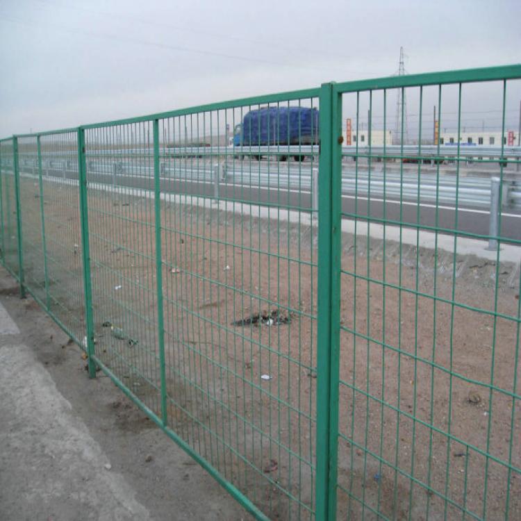 高速公路护栏网 振鼎 低碳铁丝网 喷塑护栏网 高速公路 护栏网厂家 高速公路防眩网 锌钢隔离网