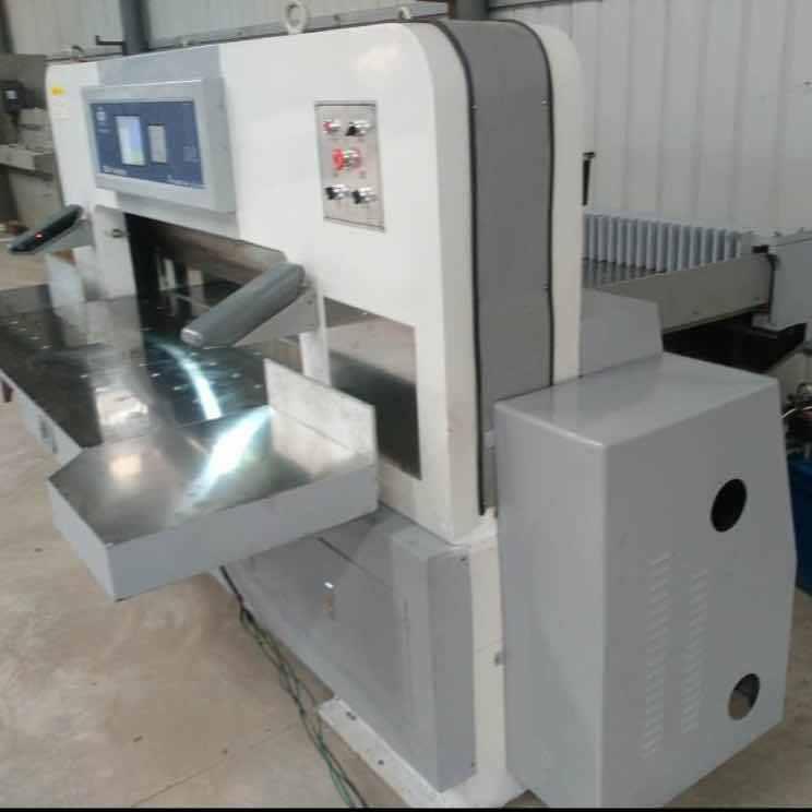 隆鑫切纸机厂专业生产定做各种型号切纸机