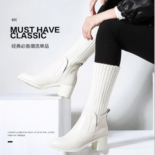 美丽啪白色粗跟短靴女免费试用
