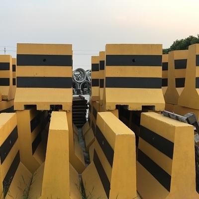 广州水泥隔离墩标准|白云区水泥防撞墩厂家