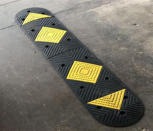 橡塑减速带、鹏鑫交通设施减速带、橡塑减速带批发