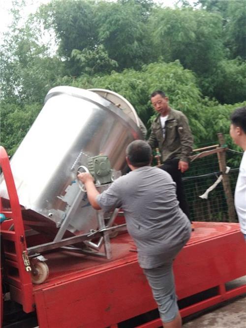 一青酿酒设备免费培训、德兴不锈钢酿酒设备、不锈钢酿酒设备销售