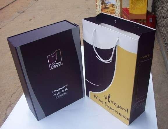 包装盒 包装盒印刷的范围非常广泛,本厂可以承接各类包装盒印刷,如茶叶包装盒、药品包装盒、酒包装盒、礼品包装盒等各类包装盒印刷。本厂为诺基亚,新浪网,中国网通等知名企业提供优质包装盒印刷服务 我们拥有全北京最先进的包装盒印刷生产线,高质量包装盒印刷,用包装提升你的产品魅力!